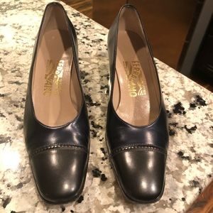 Salvatore Ferragamo two tone leather pumps 7.5N